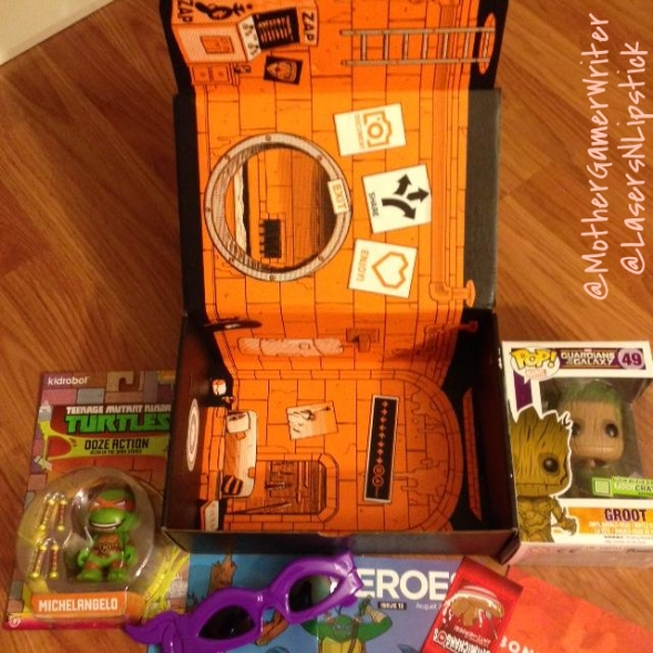 loot crate august 2014 inside the box